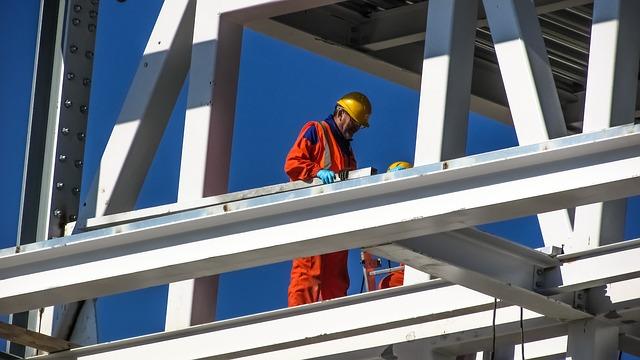 בטיחות בעבודה בגובה כדאי לבצע עם חברת א.ב בטיחות